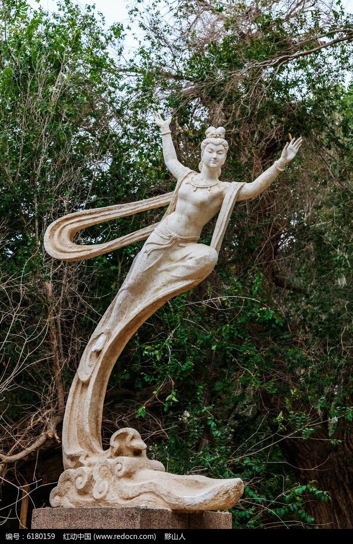 莫高窟景区飞天雕塑