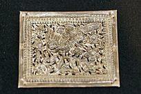 鸟兽雕像衣片