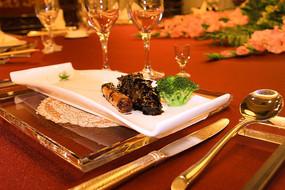 特色海鲜美味葱烧海参