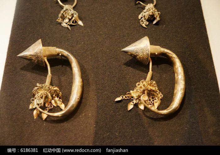 银龙耳环图片