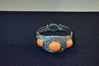 银镶宝石戒指
