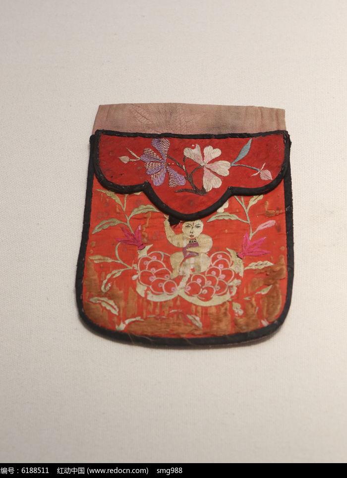 红色花纹香囊