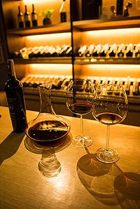 酒窖里的酒杯酒柜