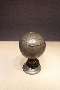 民国錾世界地图纹地球仪温酒锡壶
