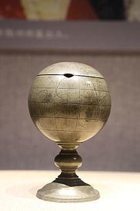 民国时期錾世界地图纹地球仪温酒锡壶