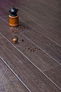 木地板上的咖啡豆