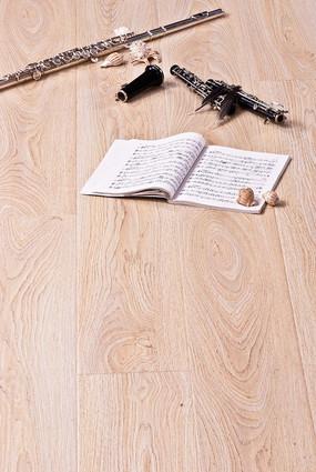 西洋乐与木地板