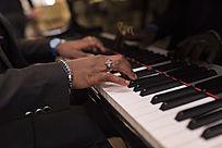 摇滚黑人弹钢琴