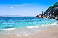 海南三亚无人的海滩风光