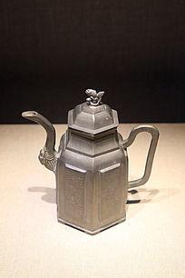 清朝錾书画六开光方棱式执锡壶