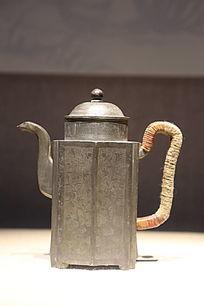 清代錾书画六开光方棱式执锡壶
