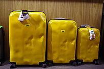 大中小黄色旅行箱