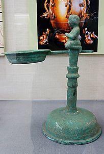 东汉婴儿台座铜熨斗