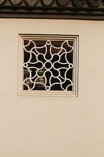花纹图案砖雕窗户