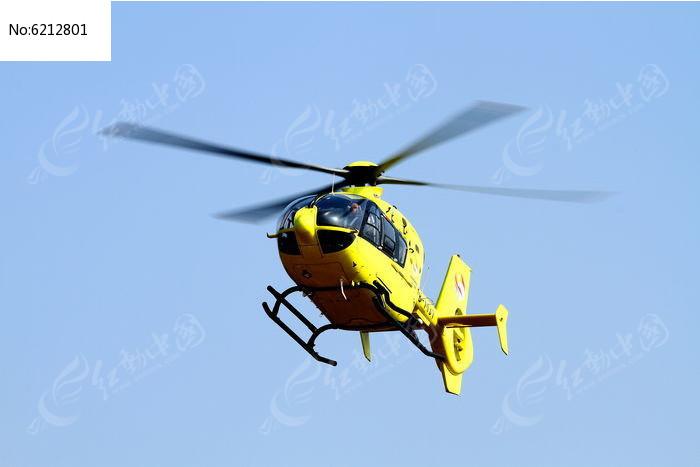 空中的直升飞机