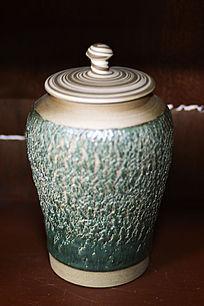 绿釉树皮纹盖罐