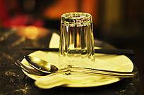 玻璃杯等餐具摆设