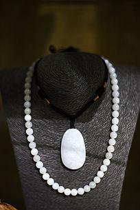 白玉坠砗磲项链