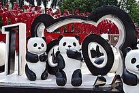 可爱的熊猫雕像