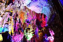 色彩缤纷的溶洞