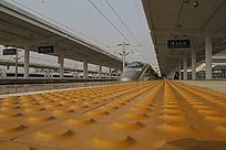 站台上出发高铁