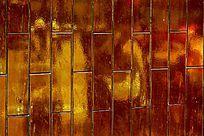 金色陶瓷砖墙