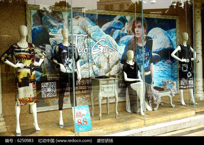 品牌服装店装饰图片