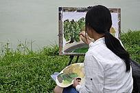 池塘边写生的少女背影