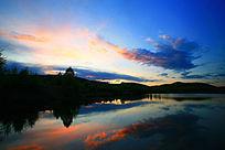 蓝湖夜空彩云
