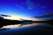 宁静的蓝湖之夜