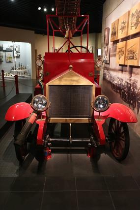中国第一辆内燃机泵浦消防车