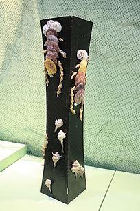 贝壳装饰的花瓶