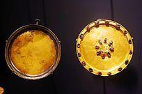 素金盘和嵌宝石刻花金盏托