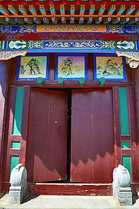 古代中式传统红漆大门