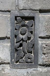 花朵图案砖墙雕