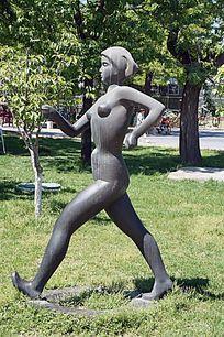 竞走运动员塑像