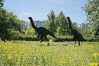 金属恐龙雕像