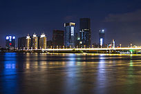 江滨对面相连夜景桥