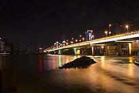 江滨上夜景桥
