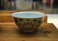 清康熙黄地珐琅彩花卉纹碗