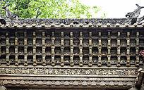 石牌坊顶部的雕刻