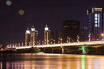 夜景下桥上灯火繁华