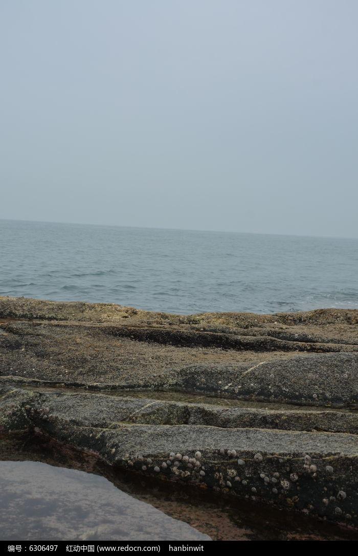 原创摄影图 自然风景 海洋沙滩 海边精美石头  请您分享: 红动网提供