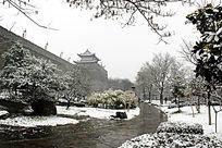 西安城墙雪景横构图
