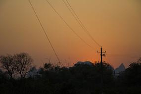 夕阳中的电线