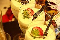 草莓牛奶饮料