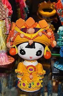 橙色民族娃娃