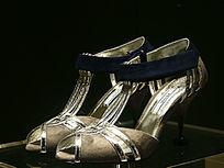 银色女士高跟鞋