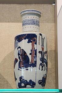 白地松树人物长瓶