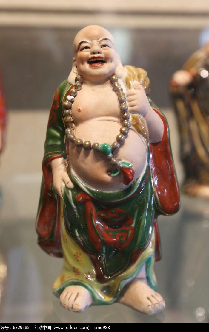 彩色瓷雕布袋念珠和尚雕像图片